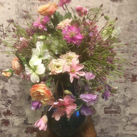 Roze/paars zijde bloemen arrangement op Ecripot